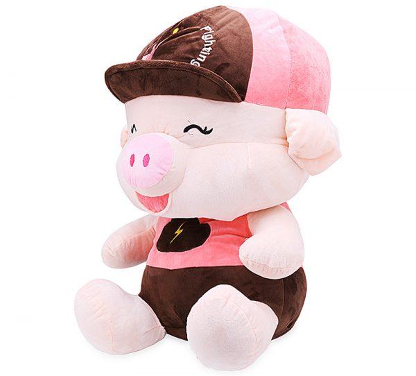 Heo ngồi đội nón hồng